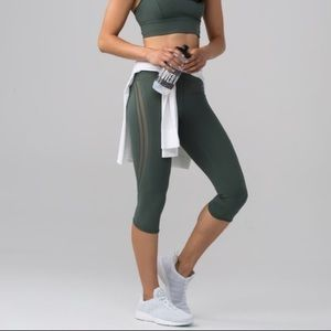 Lululemon Sun setter crop Dark Forest leggings 6